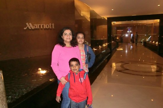 Singapore Marriott Tang Plaza Hotel: Entry to marriott