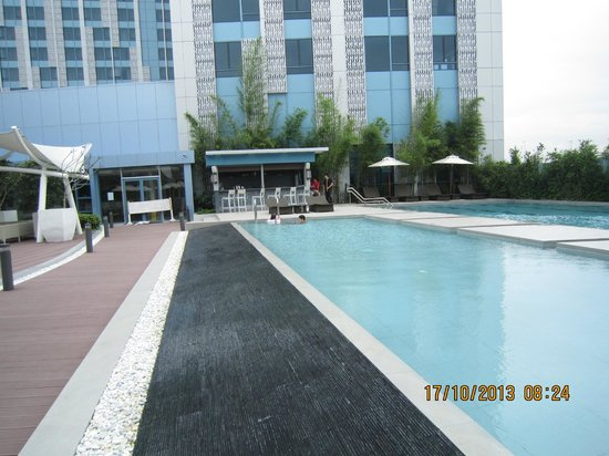Gorgeous Infinity Pool Picture Of Crimson Hotel Filinvest City Manila Muntinlupa Tripadvisor