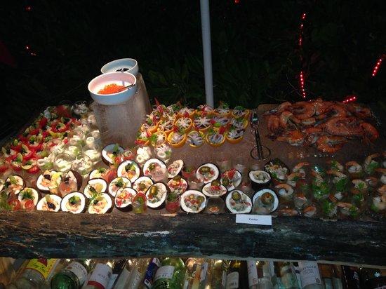 Makunudu Island : barbecue sur la plage