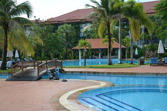 Angkor Palace Resort & Spa: Swimming pool
