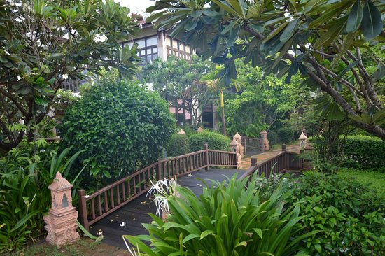 Angkor Palace Resort & Spa: Garden