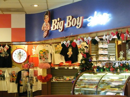 Bob's Big Boy: gift shop area