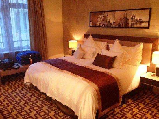 Alden Suite Hotel Splugenschloss Zurich: Master Bedroom