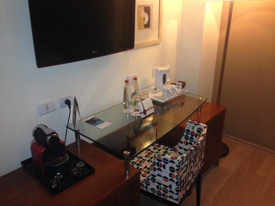 Mercure Tel-Aviv City Center: desk