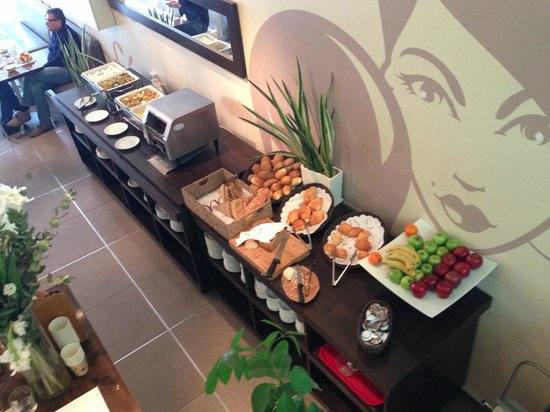 Mercure Tel-Aviv City Center: Bread at breakfast