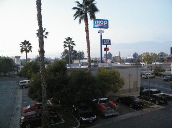 La Quinta Inn Bakersfield South: view from outside room
