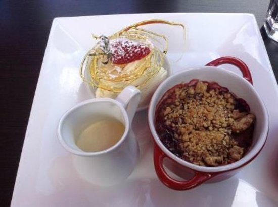 Delivino on Tamborine: Rhubarb Crumble