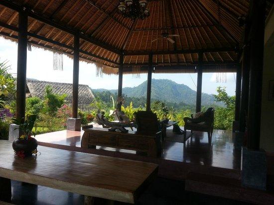 Surya Shanti Villa: notre terrasse salon ouvert