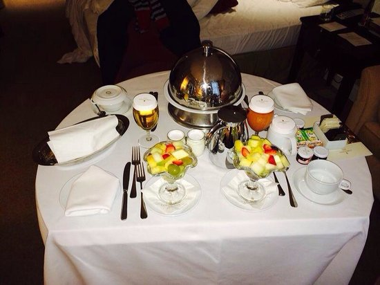 Corinthia Hotel Budapest : Breakfast in our room