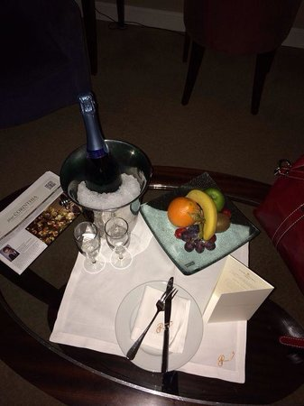 Corinthia Hotel Budapest : Our gift from the staff for our anniversary