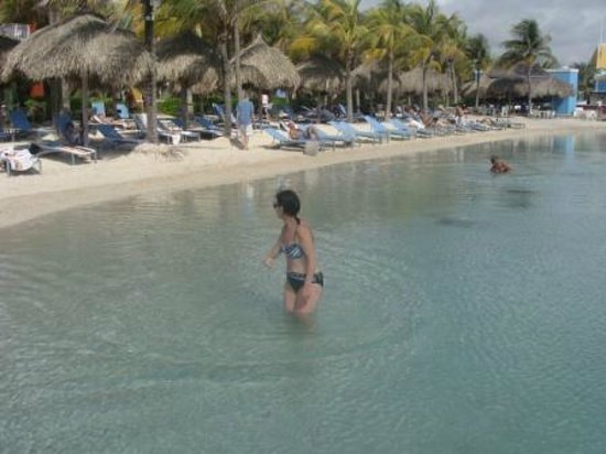 Renaissance Curacao Resort & Casino: Fantastic pool area