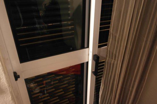 Hotel Sirius: Door to balcony