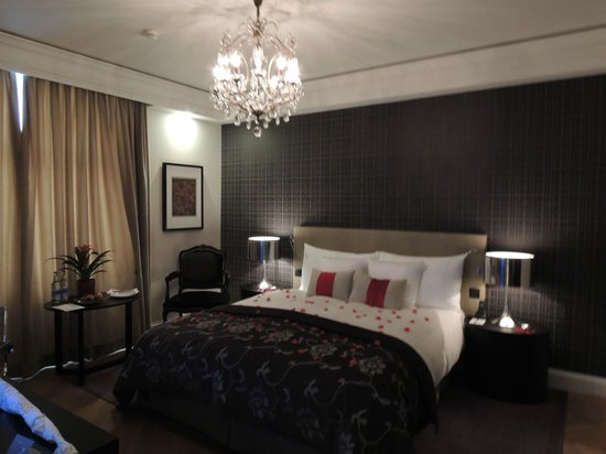 Schweizerhof Hotel & Spa: Spacious, comfortable and modern room