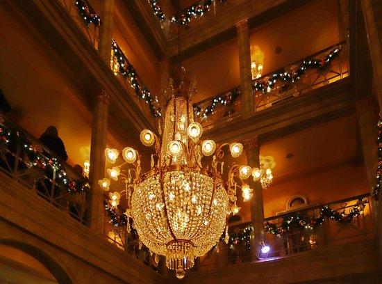Grand Hotel Les Trois Rois : Les Trois Rois - Treppenhaus