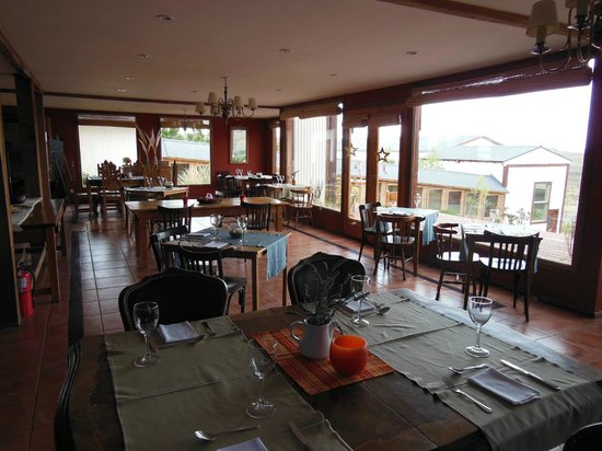 Hosteria La Estepa: Dining room with terrific view over the lake