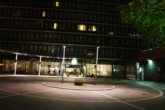 Holiday Inn Helsinki West-Ruoholahti: ホテルの入り口