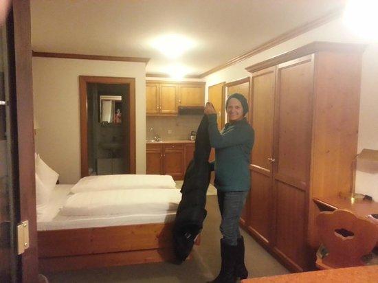Hotel Alpenrose: room 206 toward bathroom