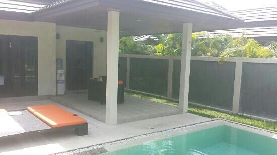 Phuket Pool Residence : villa vue du jardin