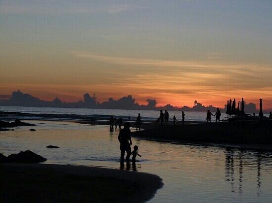 Phuket Pool Residence : coucher de soleil nai harn