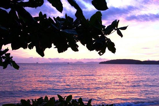 Srisuksant Resort: Набережная вечером