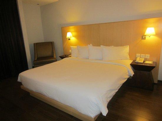 Hotel Santika Mataram : clean and comfortable bed