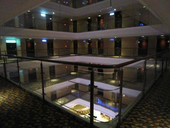 Justwin Grand Hotel: 建築物中間是天井