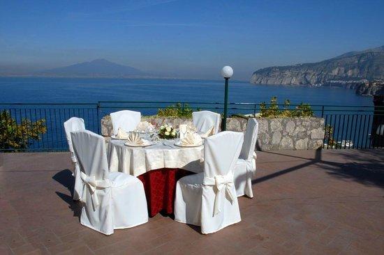 Terrazza Con Vista Sul Golfo Di Napoli Picture Of Circolo