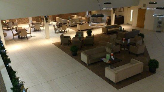 Holiday Inn Winchester : View of reception atrium from internal balcomy