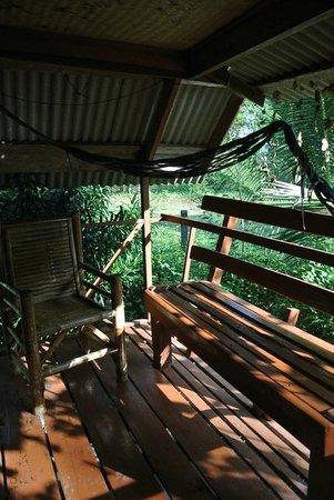 Coconut Corner Bungalows: balcon
