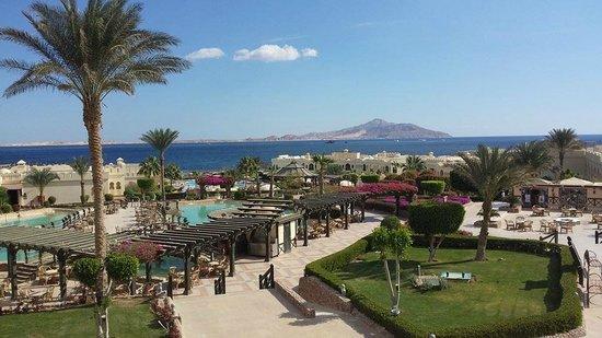 Sea Club Resort - Sharm el Sheikh: Overlooking the hotel from the bar/restaurant towards the sea.