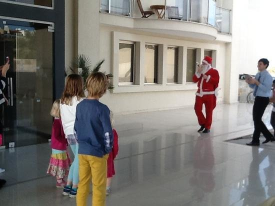 Capital Coast Resort & Spa: santa arriving for the children new years day 2014