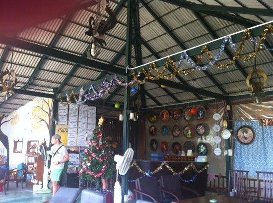 Phi Phi Arboreal Resort: asbestos ceiling