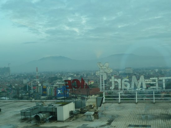 Harris Hotel & Conventions Festival CityLink Bandung: View from our room
