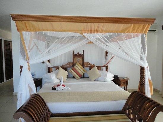 Royal Zanzibar Beach Resort: Le lit king size, quelle bonne surprise !!!!