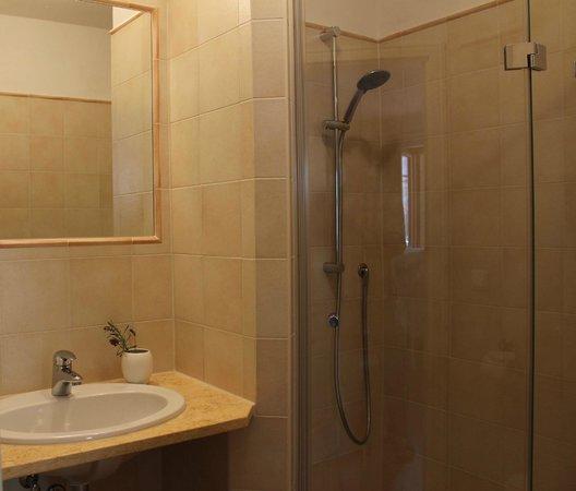 Casa Monticello: Dusche