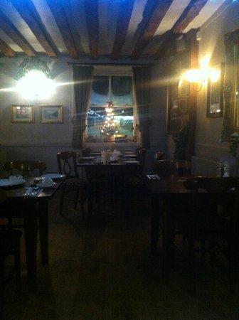 Dog & Bear Hotel: salle à manger