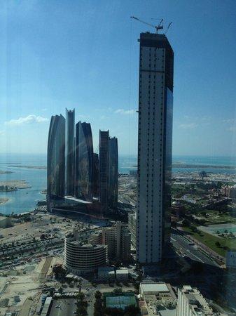 The St. Regis Abu Dhabi: Aussicht Richtung ADNOC Headquarter und Ethihad Towers