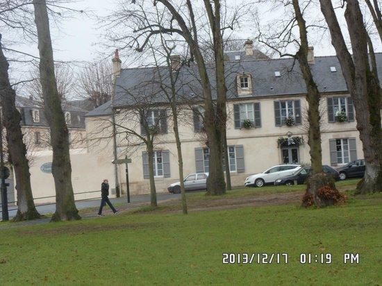 Le Petit Matin: Front of building