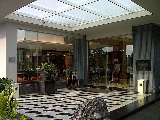 Ibis Styles Solo : Lobby area.....