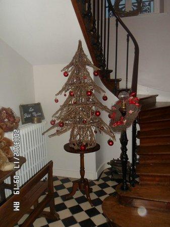 Le Petit Matin: Christmas decoration.