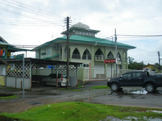 "Pullman Kuching: landmark of ""Kek Lapis"" shop"