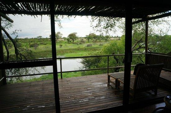 Leroo La Tau: terrasse de la chambre sur la rivière Boteti,