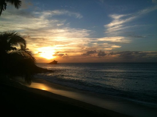 Hawksbill by Rex Resorts: sun going down