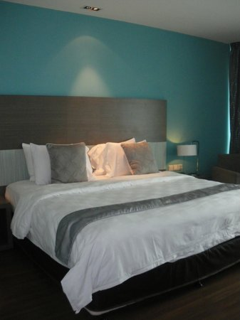 Pullman Kuching: Comfortable bed and pillow