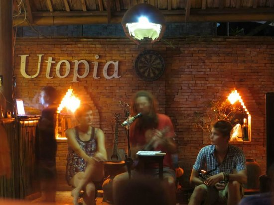 Utopia Restaurant and Bar: Open-mic evening music
