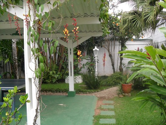 Ubatuba Palace Hotel: Jardins muito bem planejado