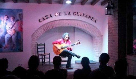 Casa de la Guitarra: Actuación guitarrista flamenco