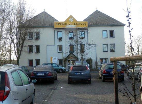 Premiere Classe Strasbourg Sud - Illkirch : Hotel visto dal parcheggio