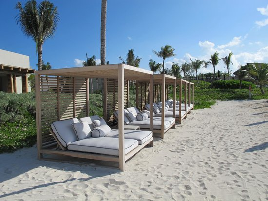 NIZUC Resort and Spa: COMFY SUN LOUNGERS