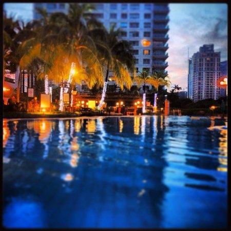 New World Makati Hotel: Pool